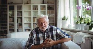 احساس لرزش در قفسه سینه چه علتی دارد و درمان آن چیست؟