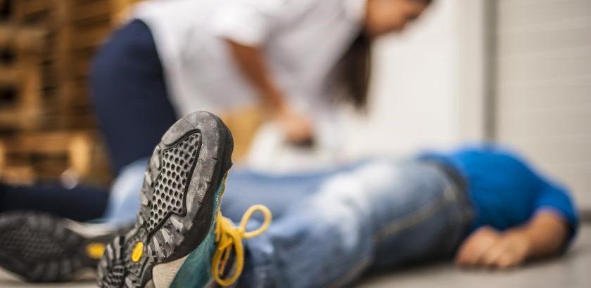 اقدامات اولیه سکته قلبی آسپرین ،تماس با اورژانس و عملیات احیا