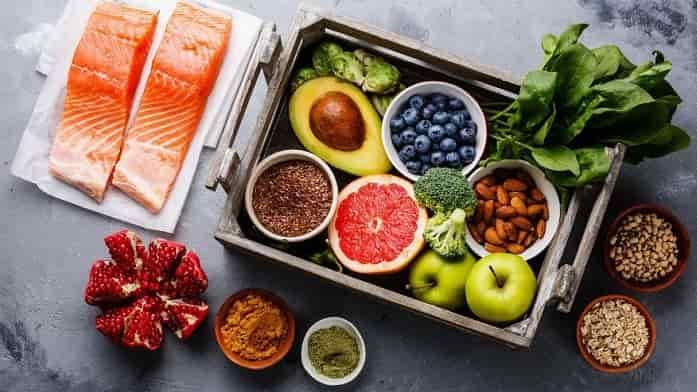 مصرف غذاهای مناسب سلامت قلب و ب نمک کمتر برای کاهش فشار خون
