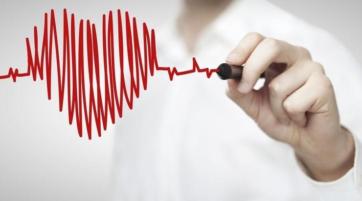 علت و علائم تپش قلب در زنان