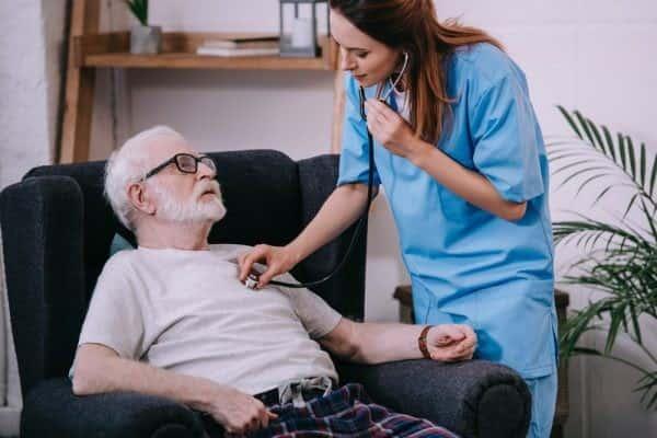 نارسایی قلبی در سالمندان چه علت و علائمی دارد و درمان چیست؟